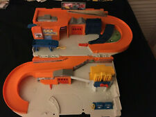 REAL NICE USED HOT WHEELS LARGE STO AND GO GARAGE SET FREE SHIPPING USA ONLY