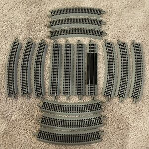 """HUGE LOT OF 16 Bachmann EZ track Gray HO scale Pieces 9"""" Straights & Curves Old"""