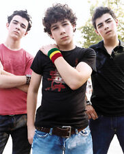 The Jonas Brothers UNSIGNED photo - G421 - Joe, Kevin and Nick