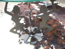 Table guéridon sculpture fer découpé femmes danseuses Design vers 1950