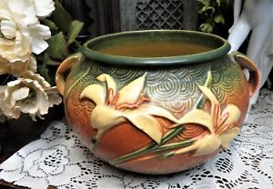Vintage Roseville pottery planter Zephyr Lily 671-6 Has some chips AS IS