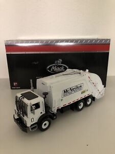First Gear Mack Garbage Truck 1/34 Scale McNeilus Refuse Rear-Loader USED