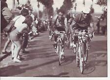 photo presse cyclisme APO LAZARIDES et BIAGIONI  au col de ..TOUR DE FRANCE 1950