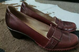 Clarks Artisan Maroon Red Croc Heeled Loafers Leather Shoes size 8.5 NEW