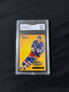 Wayne Gretzky 97 CC Crash The Game Graded 8.5