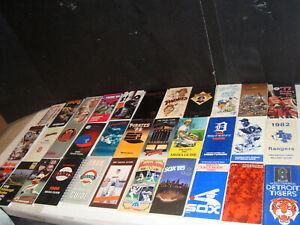 Lot of 32 Media Guide (s) Press, Radio, Television Guide