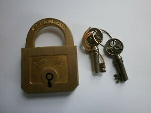 Ancien cadenas en bronze Unis France avec ses 2 clés fonctionne