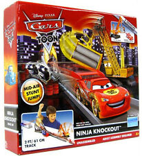 Disney PIXAR Cars TOON NINJA KNOCKOUT TOKYO TRACK SET w 2 Vehicles