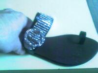 BERTINNI BLACK SILVER BLING SANDALS FLATS TOE THONG FLIP 8 M