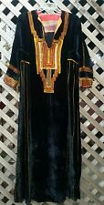 VINTAGE 70'S STYLE BLACK VELVET EMBROIDERED MAXI CAFTAN DRESS. S/M