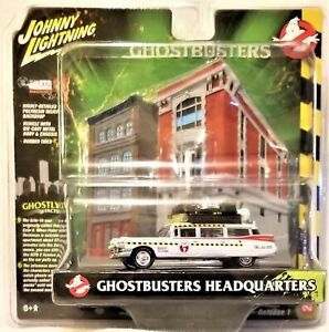 Johnny Lightning - 1:64 Diorama Ghostbusters Ecto-1A 1959 Cadillac (BBJLDR0022)