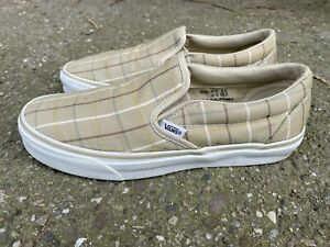 Vintage rare flannel pattern Vans slip-on in great condition.
