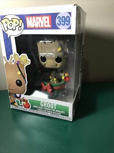 Funko POP! Marvel: Holiday, Guardians of The Galaxy - Groot Collectible Figure