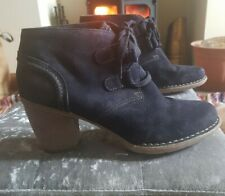 Clarks Black Suede Low Heeled Lace up Desert Boots Size 7