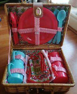 Wicker picnic basket set (toy)