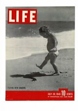 VINTAGE 1945 LIFE MAGAZINE COVER CHILD PLAYING IN SHADOWS ON BEACH PRINT AD