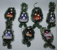 alter Christbaumschmuck aus Glas, sieben Glocken mit Tinsel