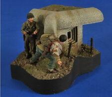 Verlinden 1/35 VP 2585 VIGNETTE 2 US Soldiers in Normandy with Class Bunker