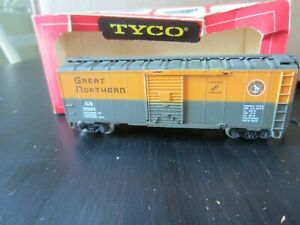 h o trains: Near mint GREAT NORTHERN box car with metal wheels--100% complete