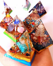 Pyramide orgonite cristaux chips pierre orgone ornement decotation egipt nubien