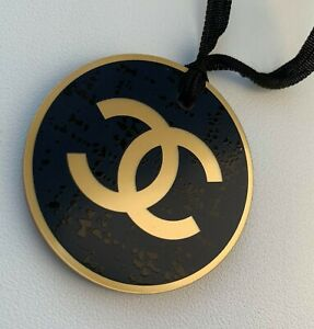 CHANEL charm round logo gold-blue plastic NEW LE 2019 VIP GIFT