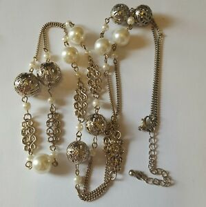 A beautiful gold tone necklace with faux pearls.