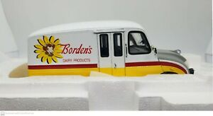 Danbury Mint 1950 Borden's Milk Truck 1:24 Scale. New & Never Removed from Box!