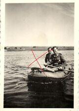 10133/ Originalfoto 6x9cm, Soldaten im Schlauchboot