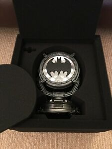 Mezco One:12 SDCC 2019 Exclusive Batman Commissioner Gordon - Bat Signal ONLY