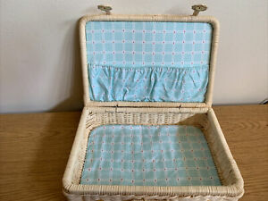 American Girl BITTY BABY WICKER SUITCASE Blue Gingham W/Box (Pleasant Company )