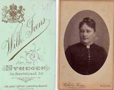 CDV Woman in ovale, photography by Wilhelm Ivens, Nijmegen,  ca. 1880 albumen