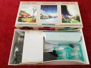 Walthers New York Central Bay Window Caboose kit 932-4365 HO scale SEALED kit