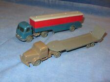 2 alte Modellautos