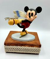 WDCC Disney Classics Collection Figurine Mickey Mouse Watch Me On Ice  COA MIB