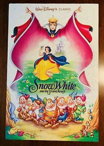 Walt Disneys Classic Snow White Vintage Golden 300 Pc Movie Poster Puzzle #5225