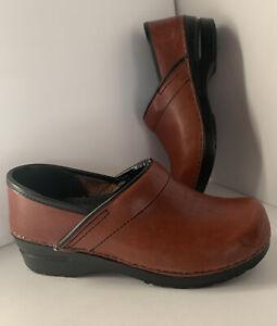 Dansko Maroon/ Burgundy Oiled Leather Professional Clogs Size 38 (7.5/8)