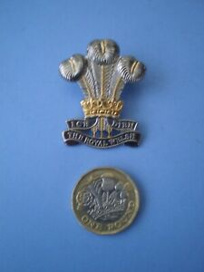 The Royal Welsh Regiment Officers Quality Cap Badge .