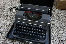 Vintage Underwood Universal Portable Typewriter w Original Case