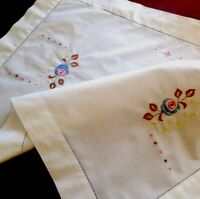 VINTAGE EMBROIDERED WHITE COTTON TABLE CENTRE / TRAY CLOTH