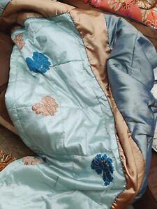 Kingsize Bedspread 98x 98 In