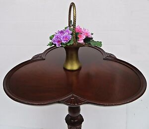Antique 30's Art Deco 3 Leaf Clover Irish Mahogany Wood End Lamp Table Claw Foot