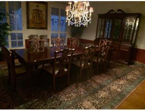 Stanley Mahogany Dining Room table and 6 chairs