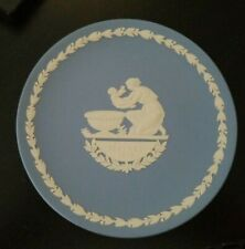 """Wedgwood Blue 6 1/2"""" Plate Mother`S Day 1973 Mother Kneeling w/ Child By Basin"""