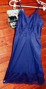 VERY RARE! NAVY BLUE VINTAGE FULL SLIP LOADED WITH LACE! SIZE 32 PERFECT COND
