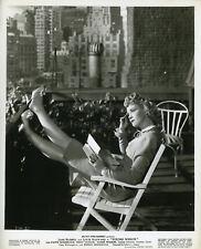 MARIE WILSON YOUNG WIDOW  1946 VINTAGE PHOTO ORIGINAL LEGGY