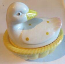 Bonbonnière en forme de canard en porcelaine jaune et blanc