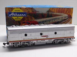 HO Scale - Athearn - Santa Fe F7B Powered Diesel Locomotive Train