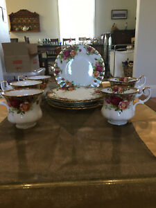 Royal Albert Old Country Roses Vintage China.  No Breaks Or Chips.