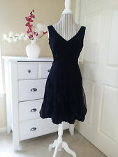 White House Black Market Ladies Evening Dress V-Neck Ruffled at the Bottom Sz.8