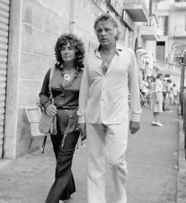 Richard Burton and Elizabeth Taylor UNSIGNED photo - K7413